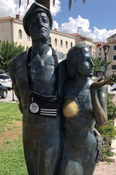 """""""Monument to the tourist"""" in Makarska (Kroatien)"""